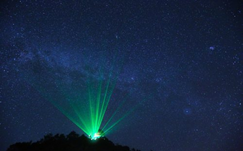 Outdoor laser show that conforms to ANSI Z136.6