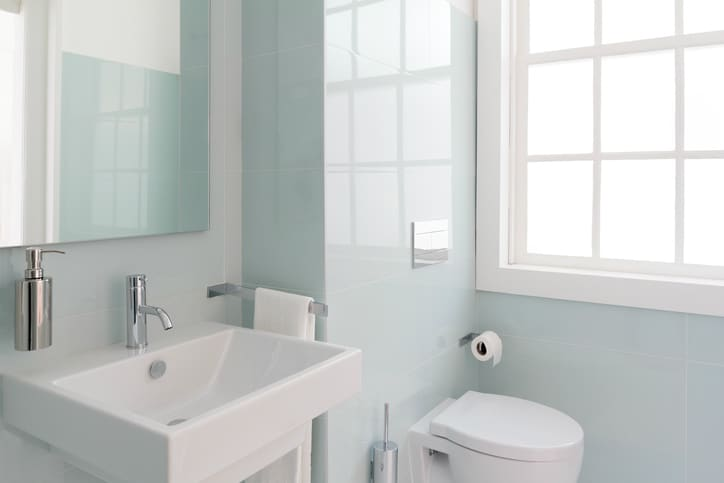A bathroom with plastic plumbing fixtures that follow the requirements of CSA B45.5-17/IAMPO Z124