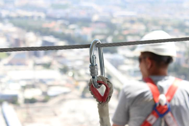 Using silver carabiner to follow ANSI/ASSE Z359.1-2020 (ASSP) fall protection code.